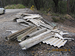 Asbestos roofing illegally dumped in the Gardens of Stone National Park